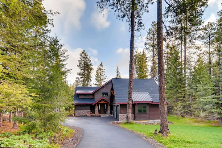 Arrowhead Lodge - Exceptional Golf Course Home-4 En Suites-Hot Tub-Game Rm