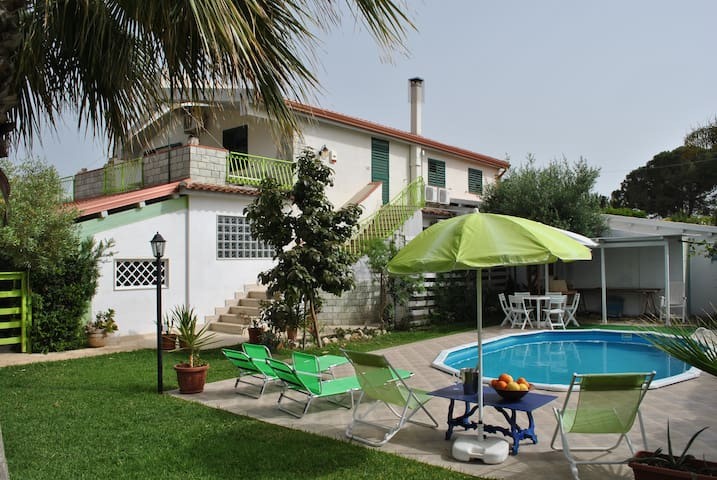 Fontane Bianche with swimming pool 1 Km. From the sea