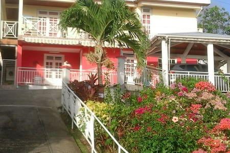 Bas de villa bord de mer - Rivière-Pilote
