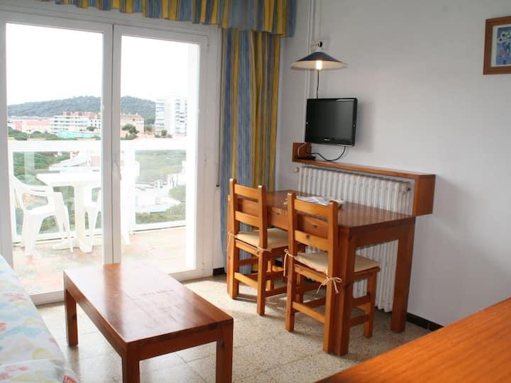 Apartment in Platja d'Aró center, cheap with WiFi, terrace and laundry-GO-IV