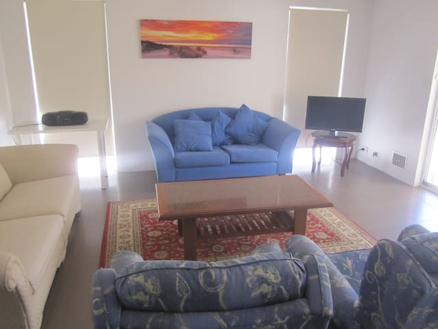 Quality Affordable Accomodation Close to Fremantle