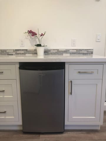 Beautifully remodeled detached studio in Sunnyvale
