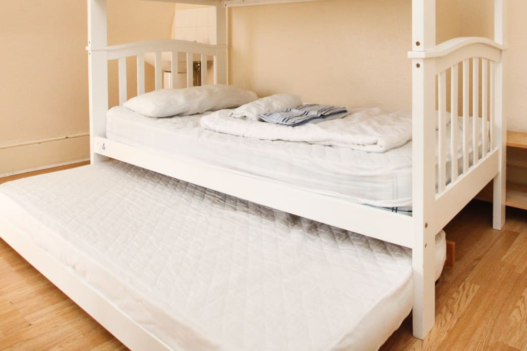 Twin room with low trundle bed