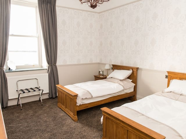 Duddon - Twin Room with En-suite Shower