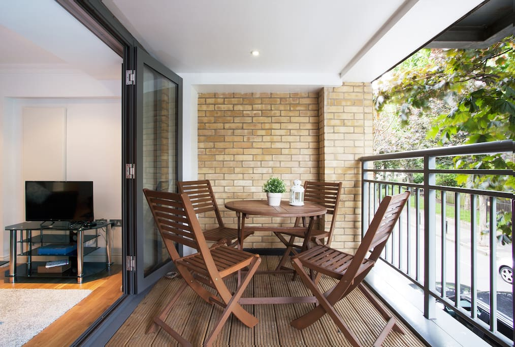 Central beautiful apartment balcony apartments for rent for Beautiful apartment balconies