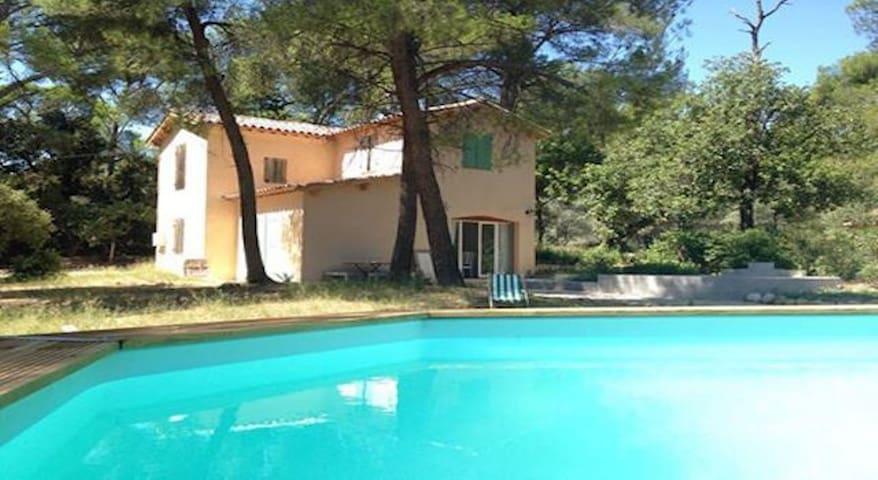 MAISON DANS LA PINEDE 3 CHAMBRES - Aix-en-Provence - Hus
