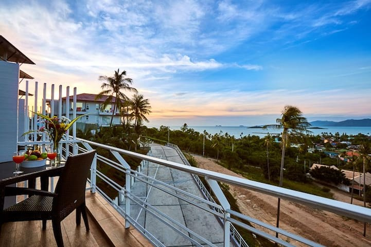 Amazing 2BD Condo | Gorgeous Seaview |Ace Location