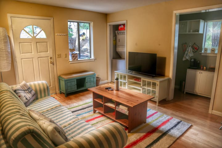 Beautiful retreat in Sierra Meadows. Dog Friendly! - Truckee - Lägenhet