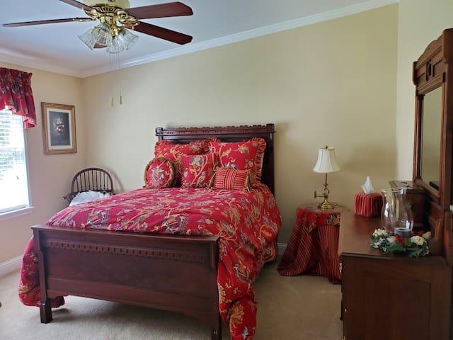 Bedroom 3. Double bed.