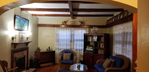 Chateau Getaway 2 - SLEEPS 2 - 1 Queen Bed- 1 Bath