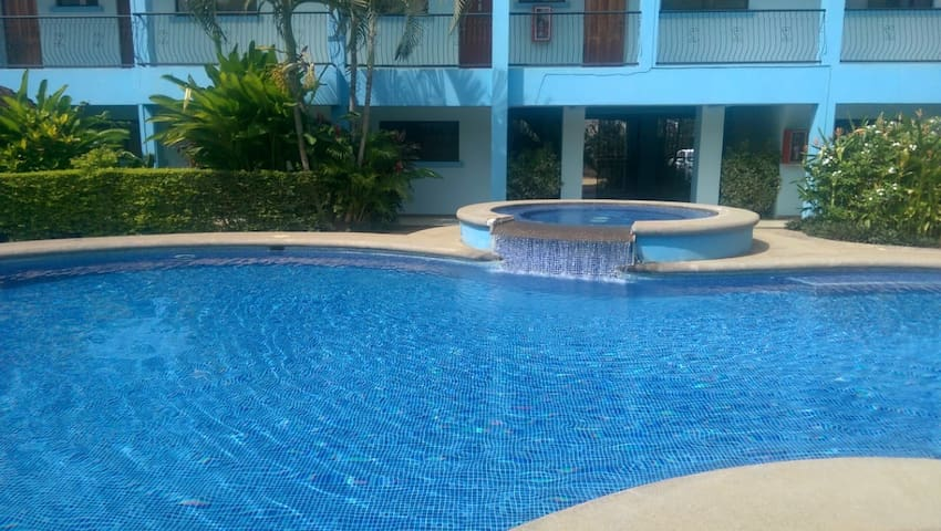 Pool side for 3 very comfortable! Wi.fi fine rest