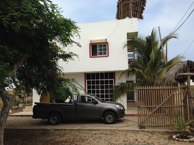 Casa cerca al mar playa san Clemente Ecuador
