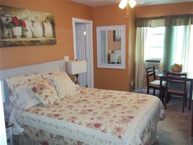 Pear Tree Room @ The Tin Brook B&B
