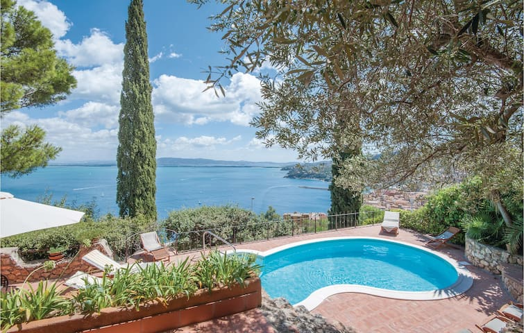 Holiday cottage with 6 bedrooms on 400m² in Porto Santo Stefano GR