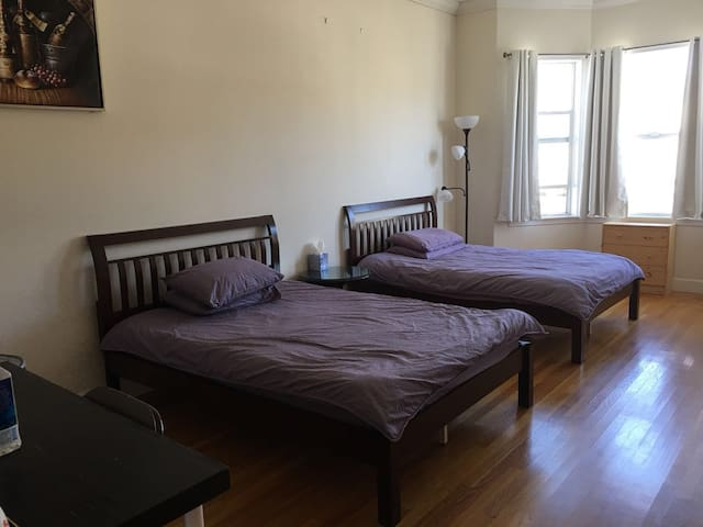 311A Private Room in Super Convenient Area, Room A