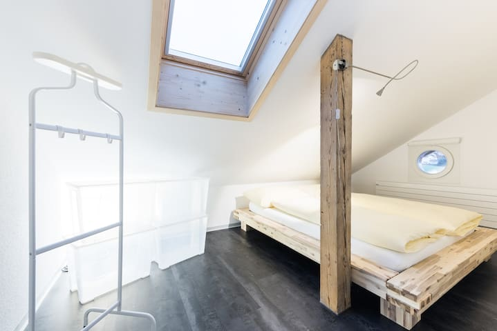 Ferienwohnung mit Denkmalschutz - Hilterfingen - Condominium