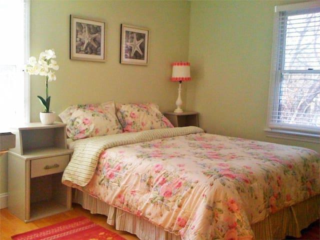 Spacious Queen size bedroom