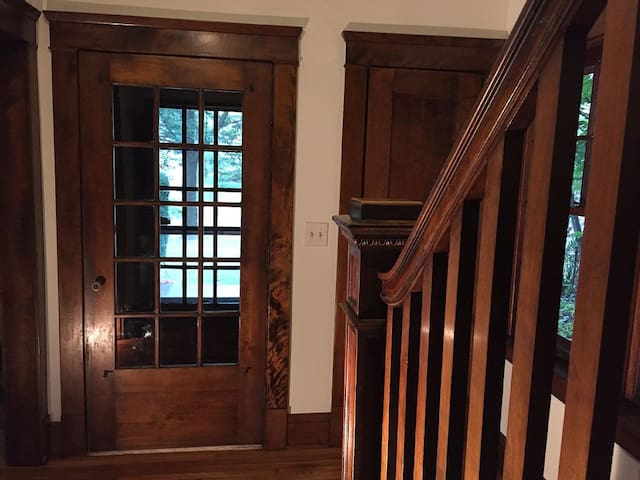 4 BR Home in Great Neighborhood Close to Downtown - Cleveland Heights - Huis