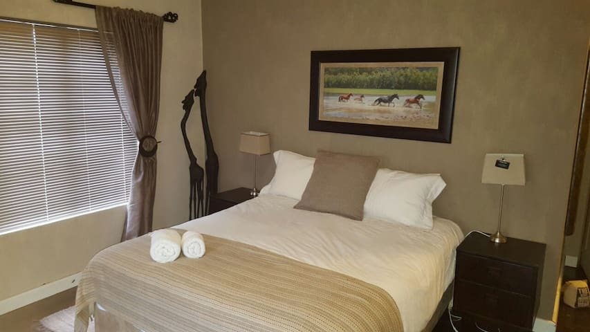 Holiday & Business Accommodation - Cape Town - House