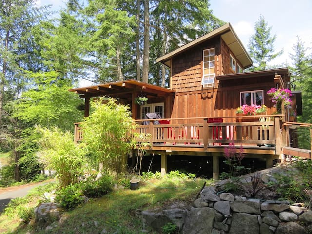 Kw'as Bay Cottage - Mansons Landing - Kabin