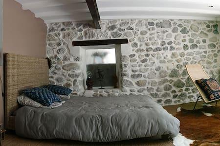 Chambre 2 en rez de jardin de La-Berlue - Buis-les-Baronnies
