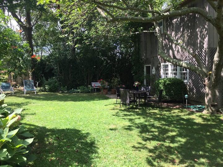 Charming artist studio 1 brm apartment in village