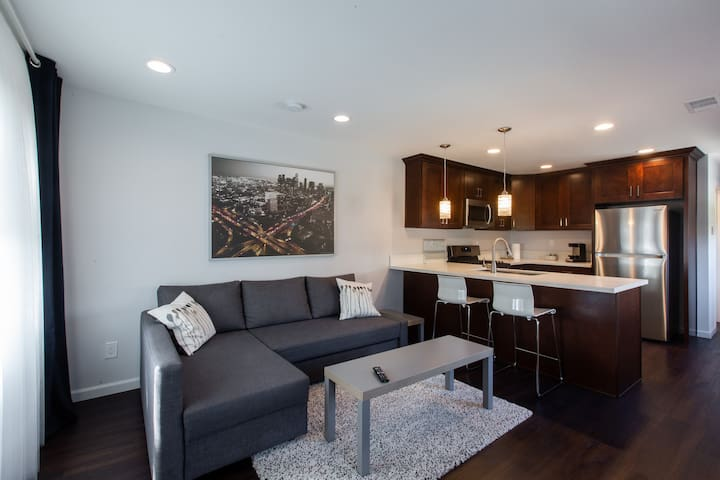 Comfy Modern 1 bd Rmodeled apt - LAX/BEACHES/FORUM