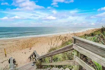 Stunning 2 bedroom 2 bath Beachside Condo