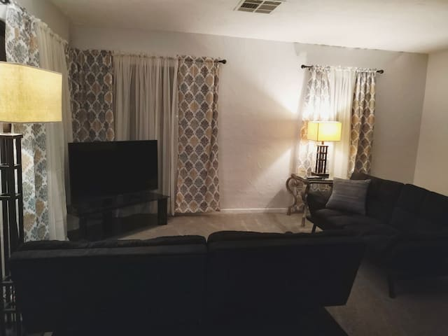 Location!! Location!! House in Central Phoenix!!!