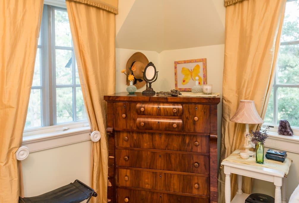 antique furniture open space