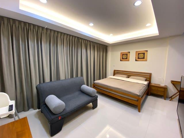 三樓主臥詩肯柚木QUEEN床架6*6.2尺+沙發床