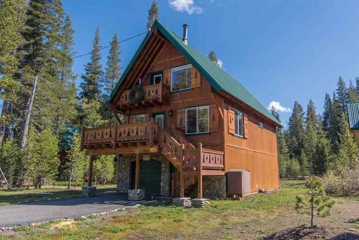 Hemlock Hideaway-Your Escape from 'Real Life' - Soda Springs - Huis