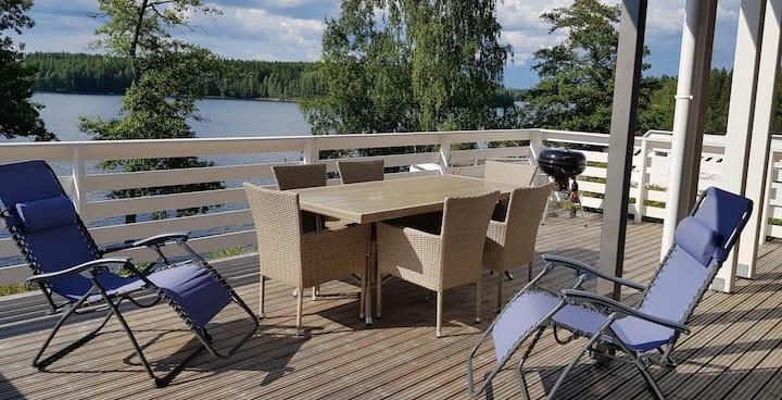 Новые апартаменты с потрясающим видом на озеро