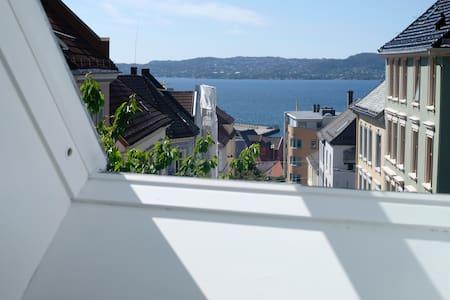 Cozy room w/balcony,5 min from city centre. Room C - Bergen