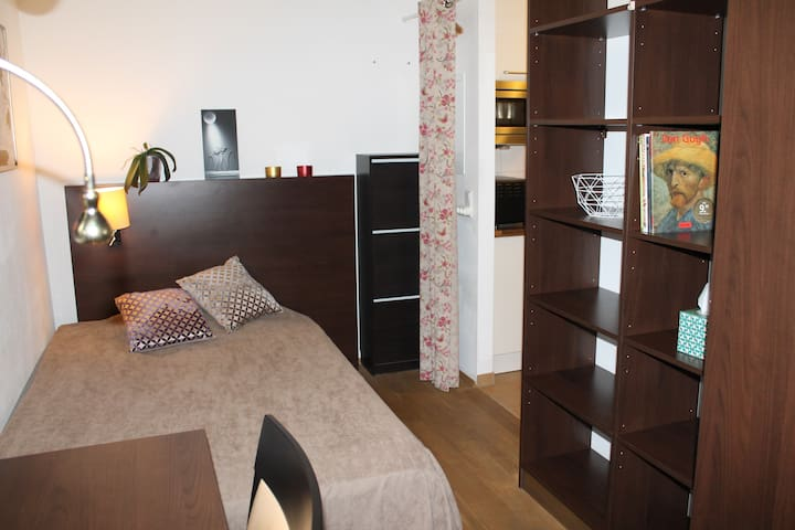 A lovely and modern, conveniently located studio