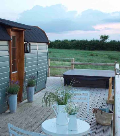 The Little Blue Hut with Private Hot Tub