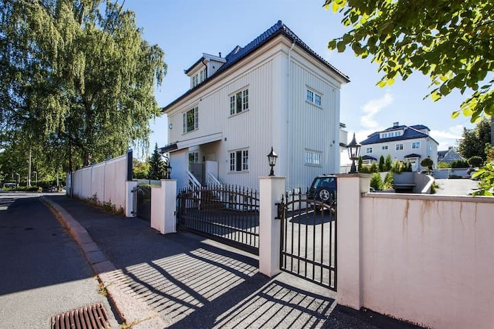 Central cozy apartment with fireplace & terrace - Oslo - Condominio