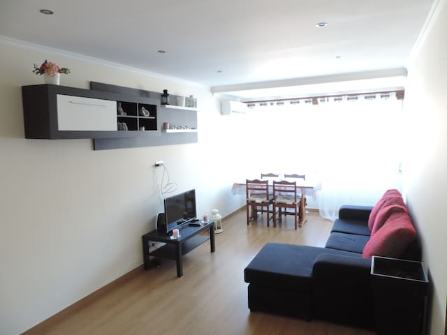 Cozy Beach Apartment near Tenis Court.