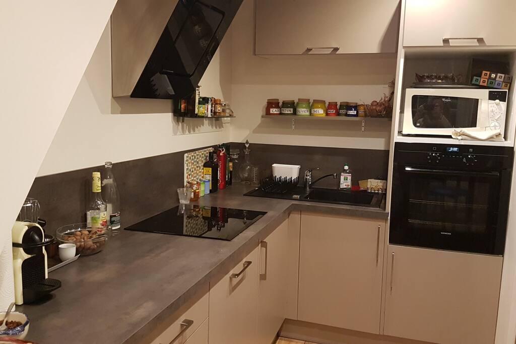 Cuisine (Four, Micro-onde, Plaque induction, Lave-vaisselle, Vaisselles, et bases : sel, poivre, epices...)