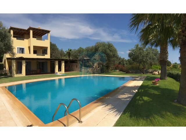 RVG Villa George Ververonta Porto Heli With Pool - Porto Cheli - Dům