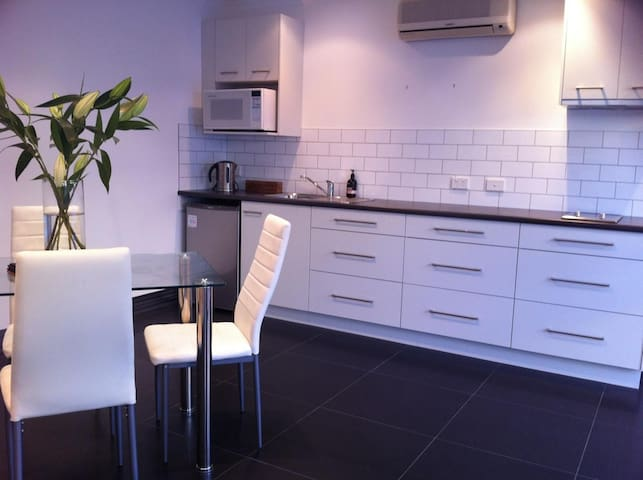 The Studio - East Launceston - Flat