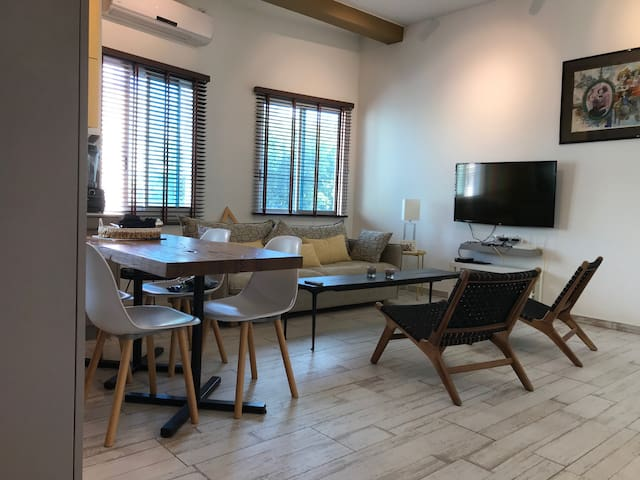 Renovated cozy apartment, 2 min from the beach