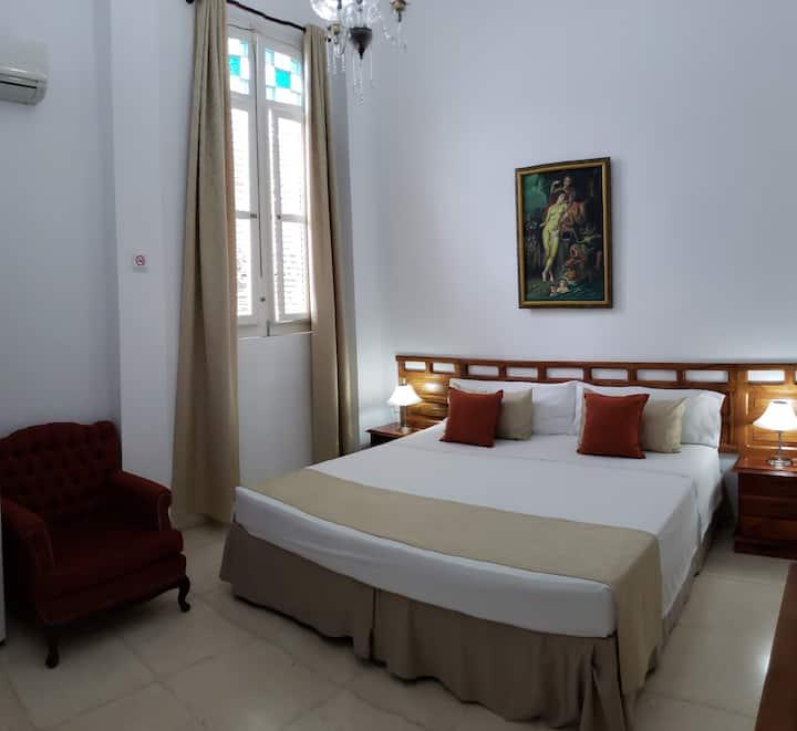 Villa Nieves Deluxe 1910.Havana. Room 2.