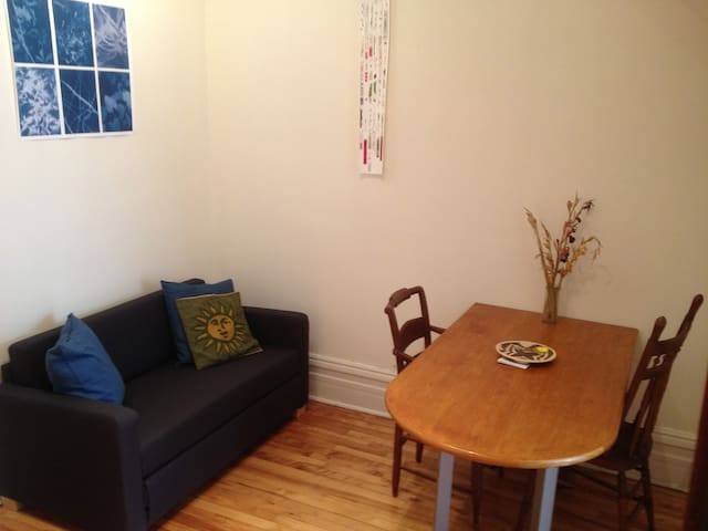 Cozy flat in the heart of Mile-End / Plateau!