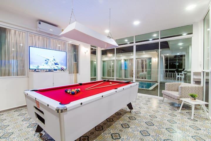 Brand new luxury pool villa 4 Bed  四卧室私人泳池别墅/可住10人