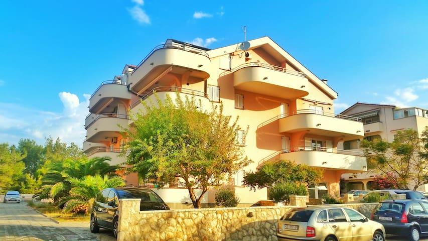 Modern family 1 BR apartment (Nina-Maria) - Povljana - Apartment