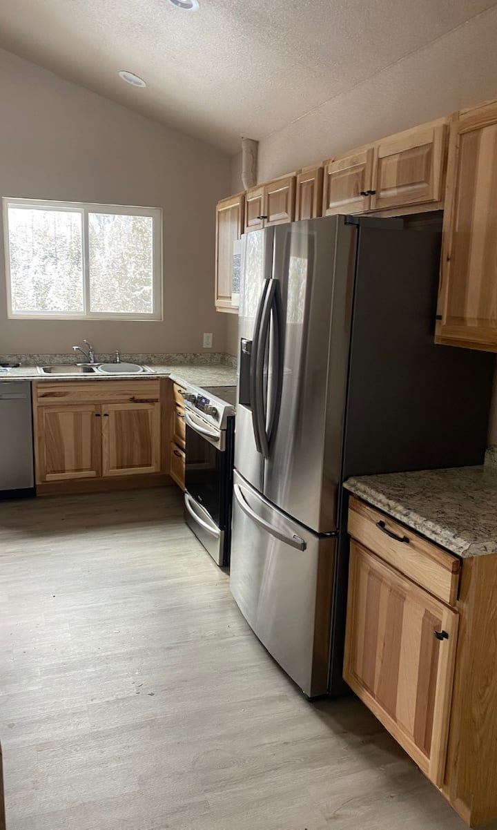 Lakeview Duplex 1.5 miles from Gold Creek Lodge