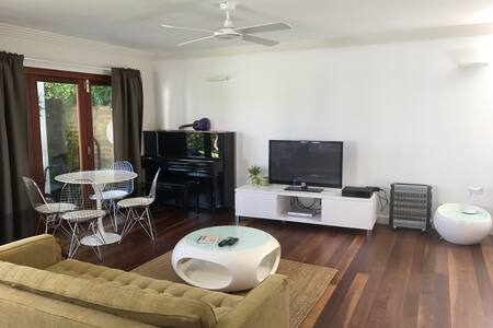 Large, modern beachside studio - North Manly - Bungalow