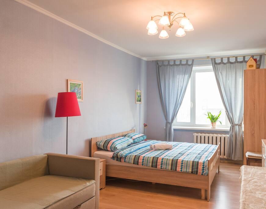 Полный спальный гарнитур: кровать, 2 прикроватные тумбы, комод, шкаф