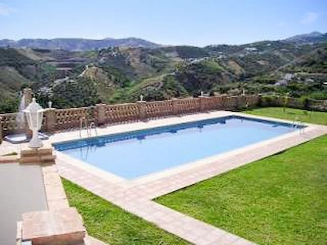 Andalusian studio w/ fabulous pool - Frigiliana - Appartement